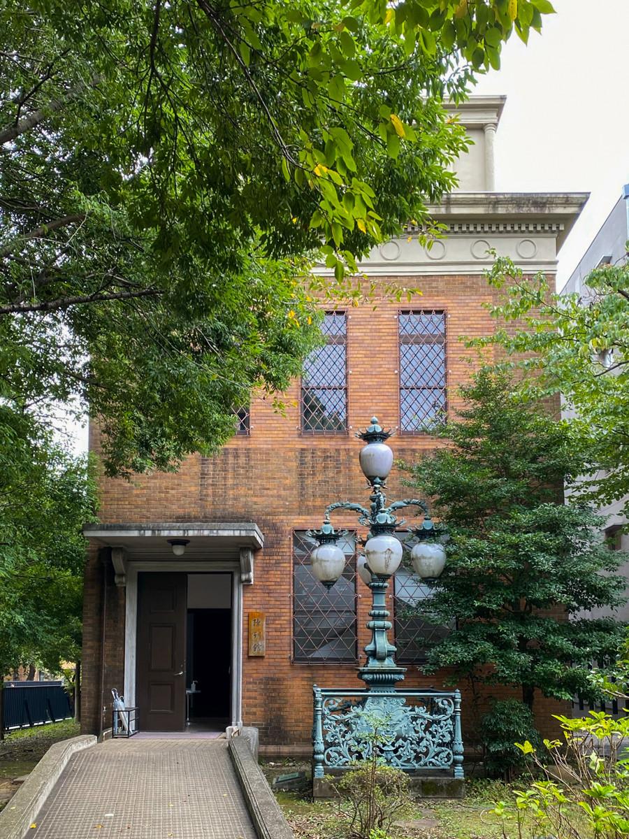 おもむきがある陳列館は、1929年(昭和4年)竣工。大学美術館の本館ができるまでは、芸術資料館のメイン・ギャラリーでした。