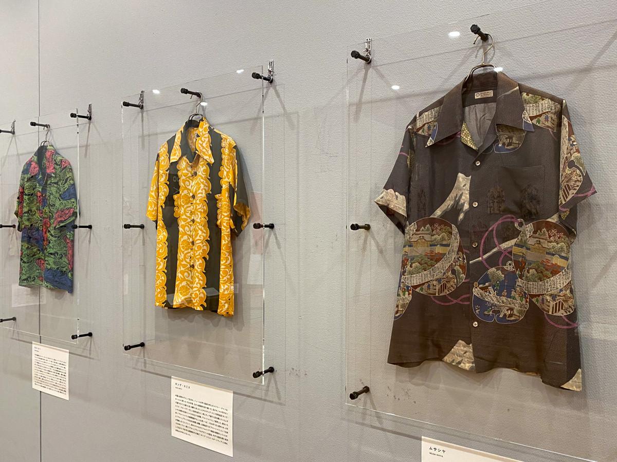 (右)ムサシヤのアロハシャツ