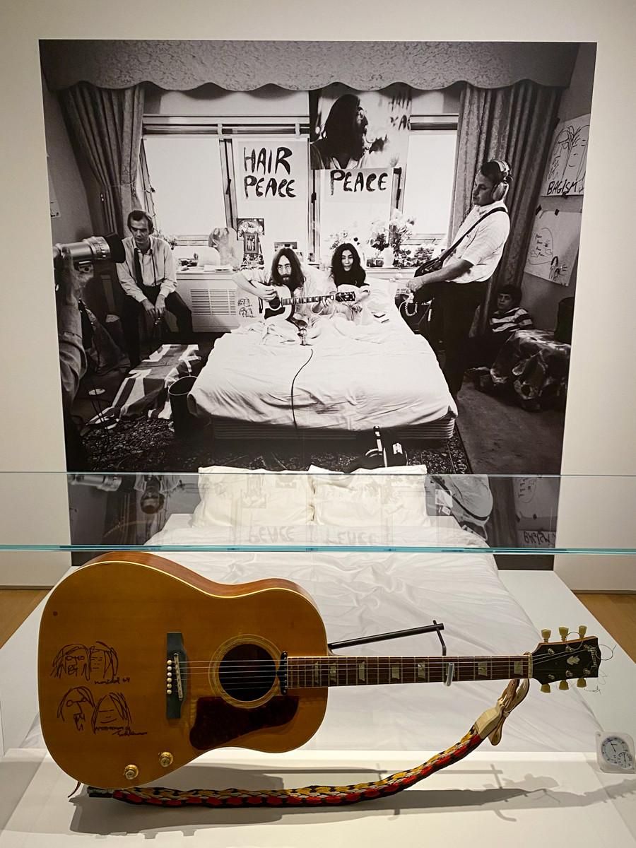 「ベッド・イン」で使用したギブソンのギター