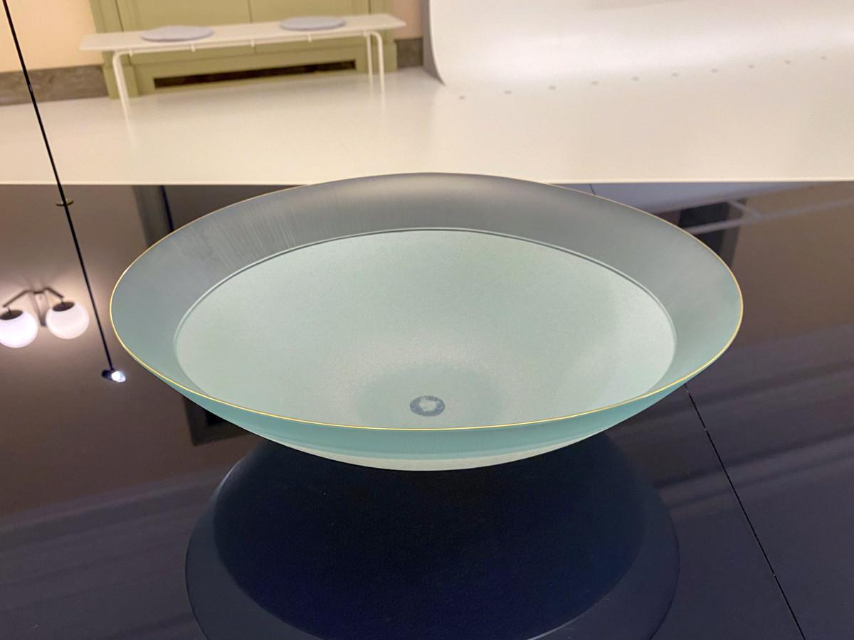 安達征良《硝子絹糸紋鉢「夕陽」》2019年