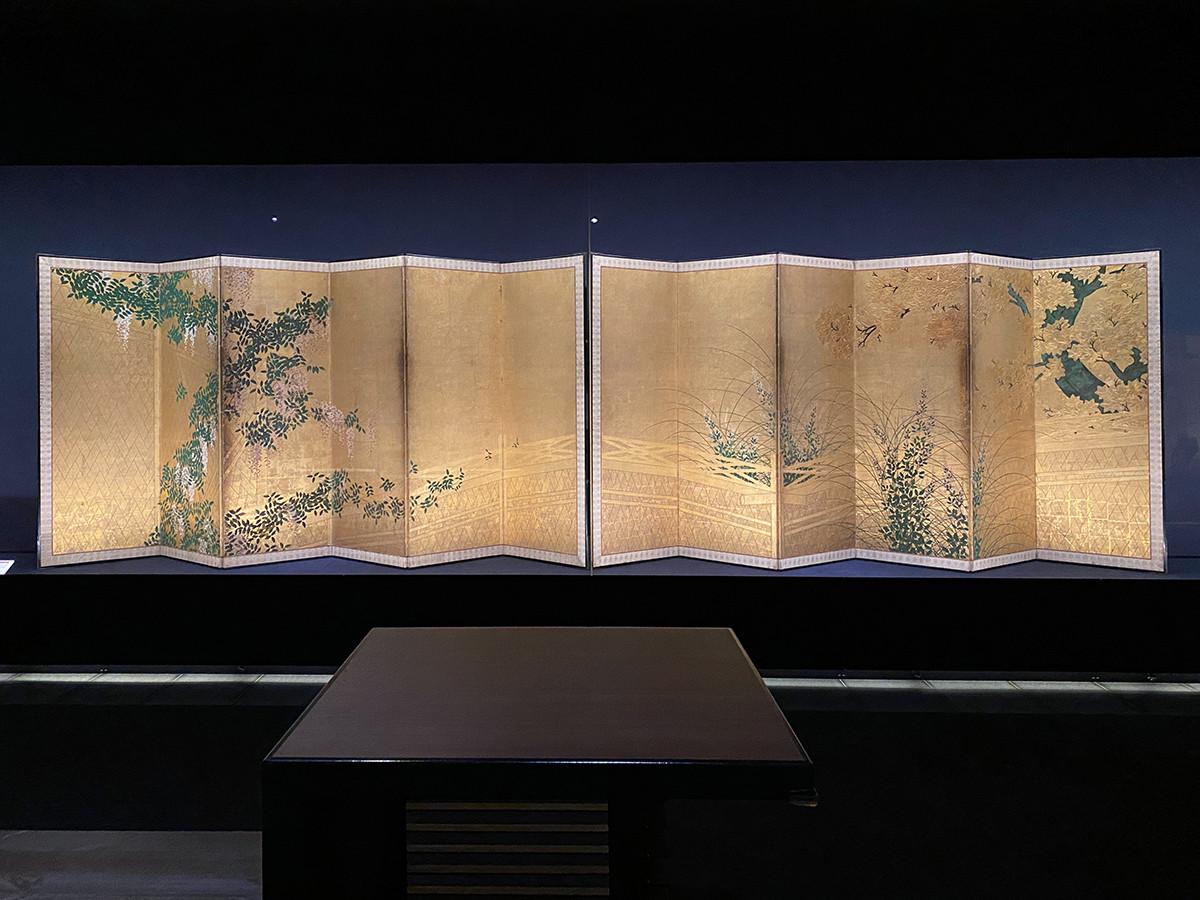 長谷川派《網代垣藤花・萩薄図屏風》17世紀初頭