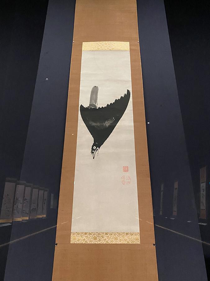 見上げて見るとこのような感じです 伊藤若冲《月に叭々鳥図》18世紀後半