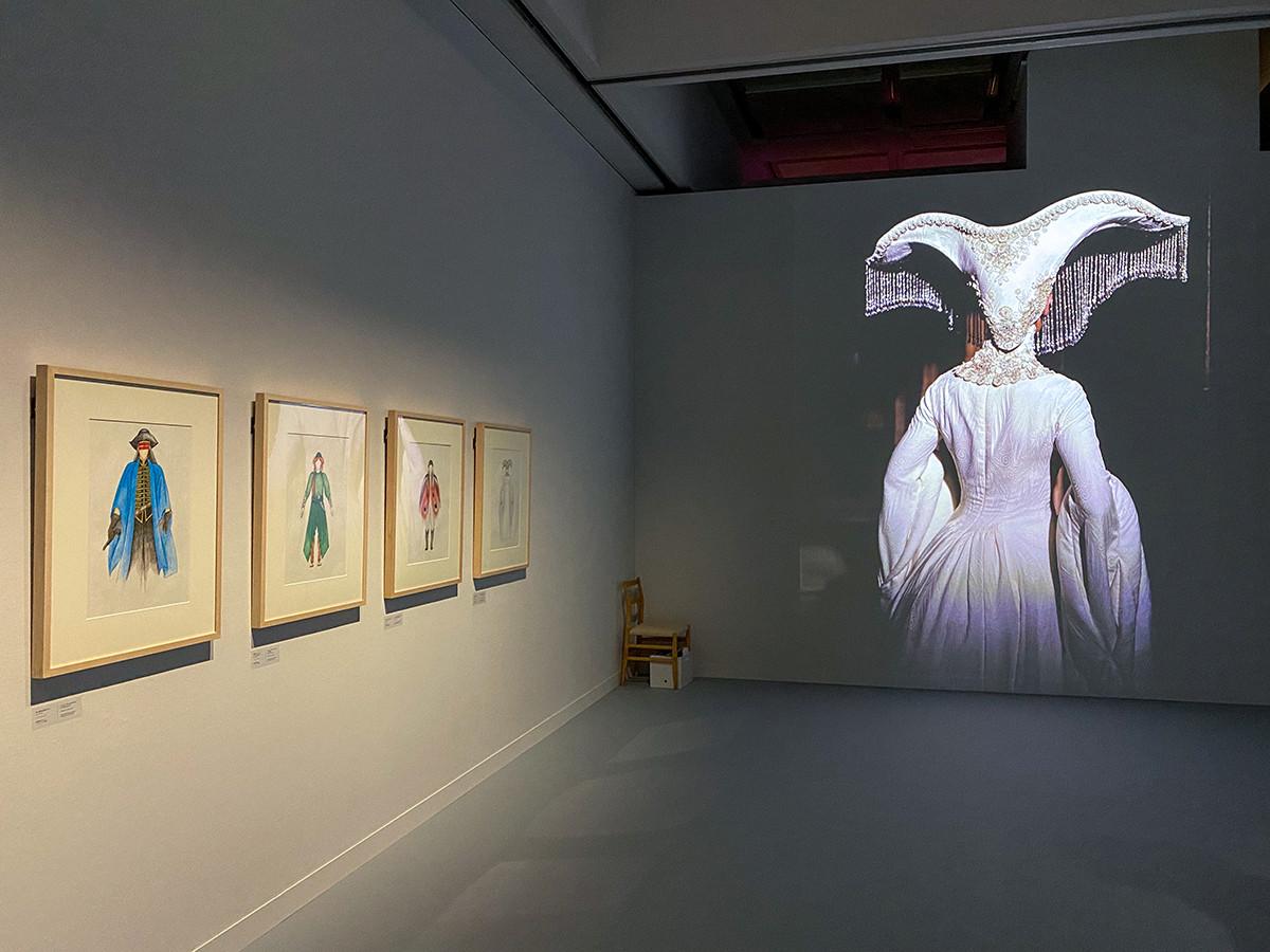 映画『落下の王国』 (ターセム・シン監督、2006年)の展示風景より
