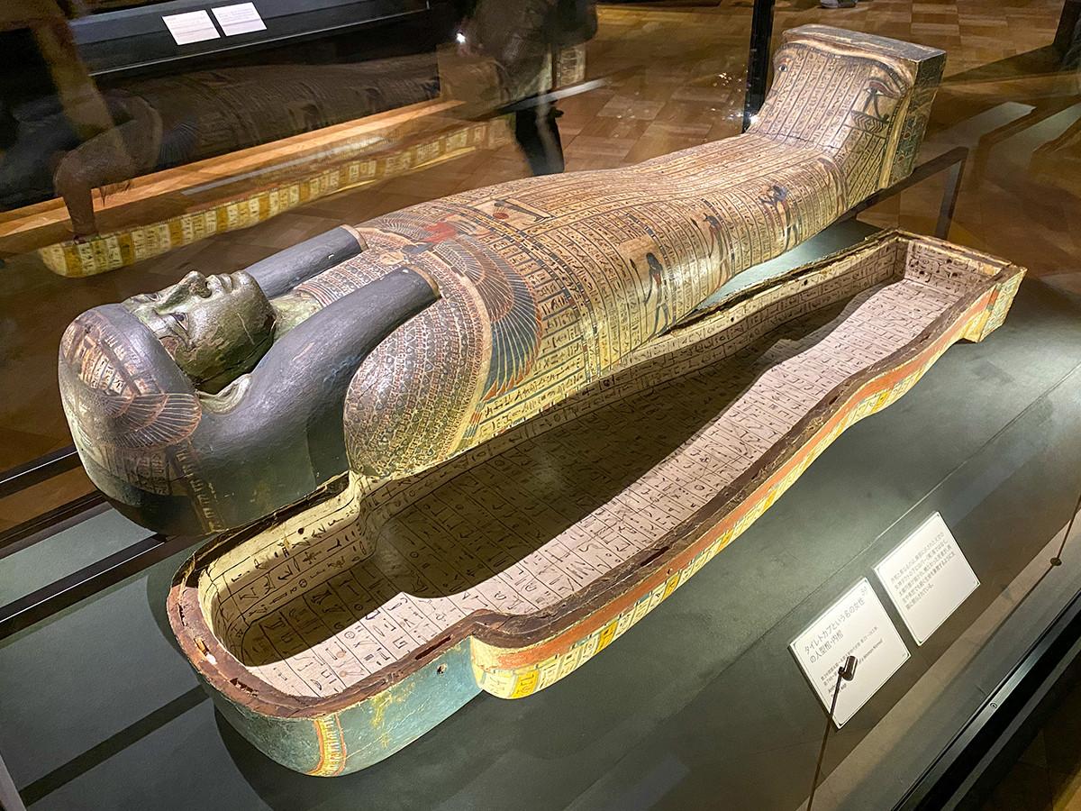 《タイレトカプという名の女性の人型棺・内棺》第3中間期末期~末期王朝時代初期・第25~26王朝、前746~前525年頃
