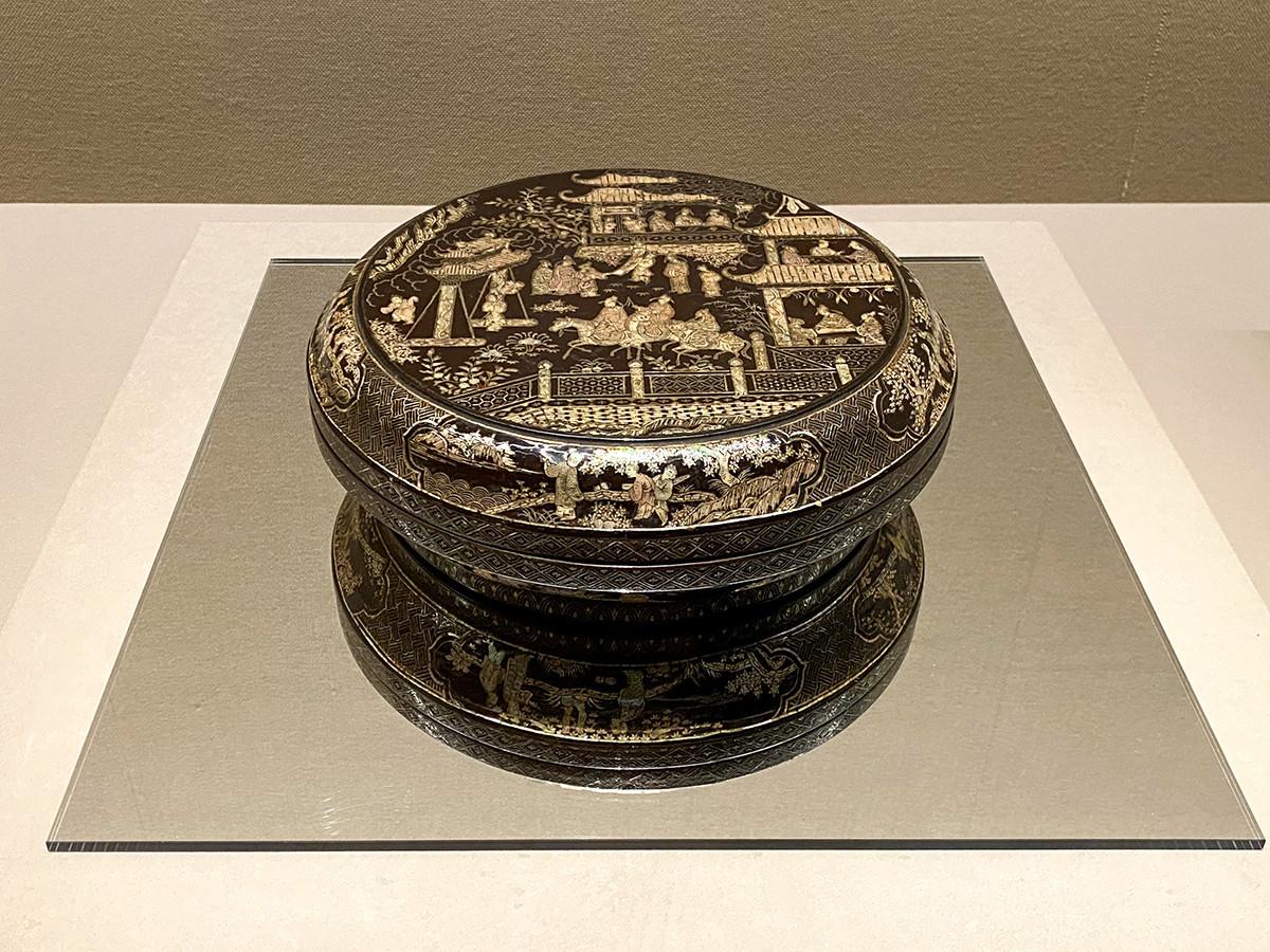 《楼閣人物螺鈿合子》中国・明時代 16世紀 根津美術館