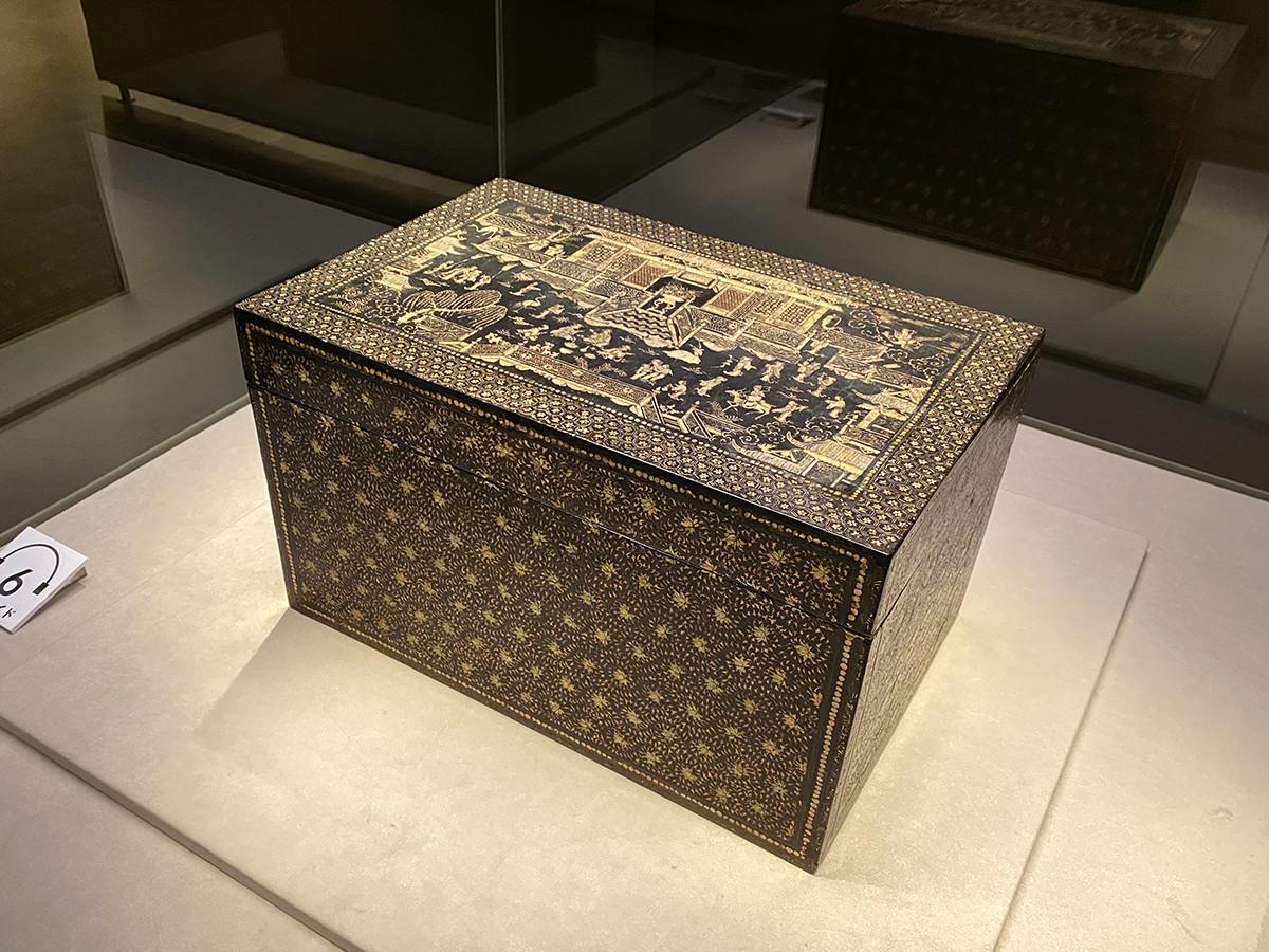 《楼閣人物螺鈿箱》中国・元時代 13~14世紀 根津美術館