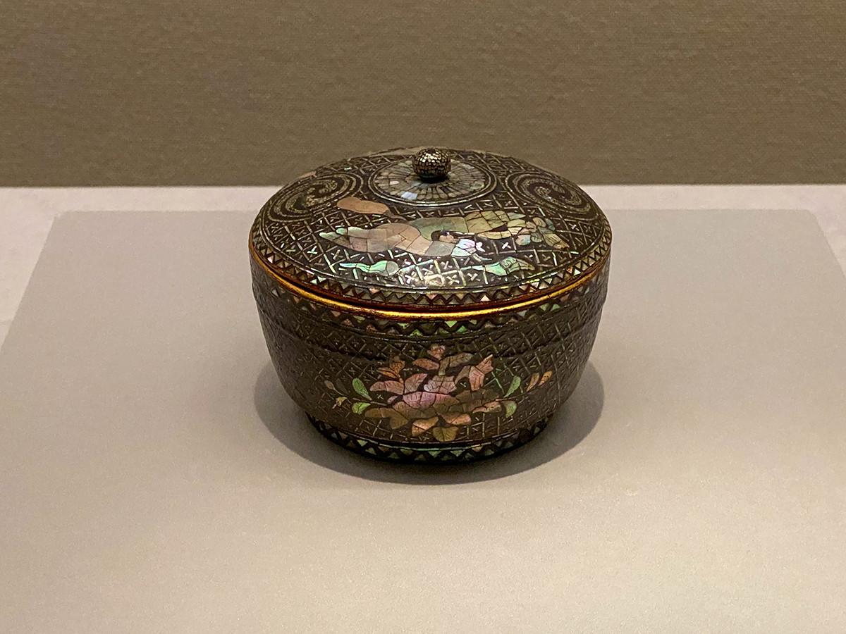 《鳳凰巴紋螺鈿小椀》琉球・第二尚氏時代 16~17世紀 個人蔵