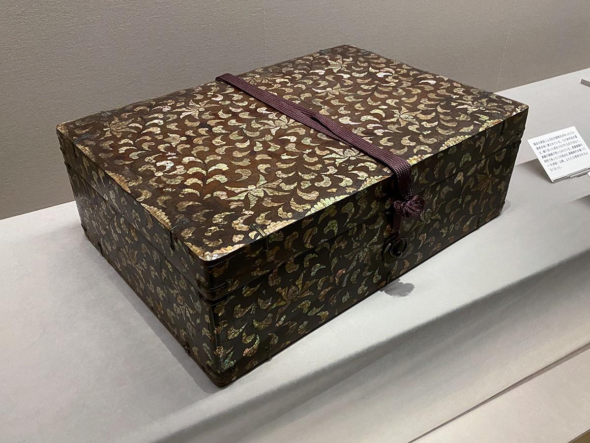 《牡丹唐草螺鈿箱》朝鮮・朝鮮時代 18世紀 根津美術館