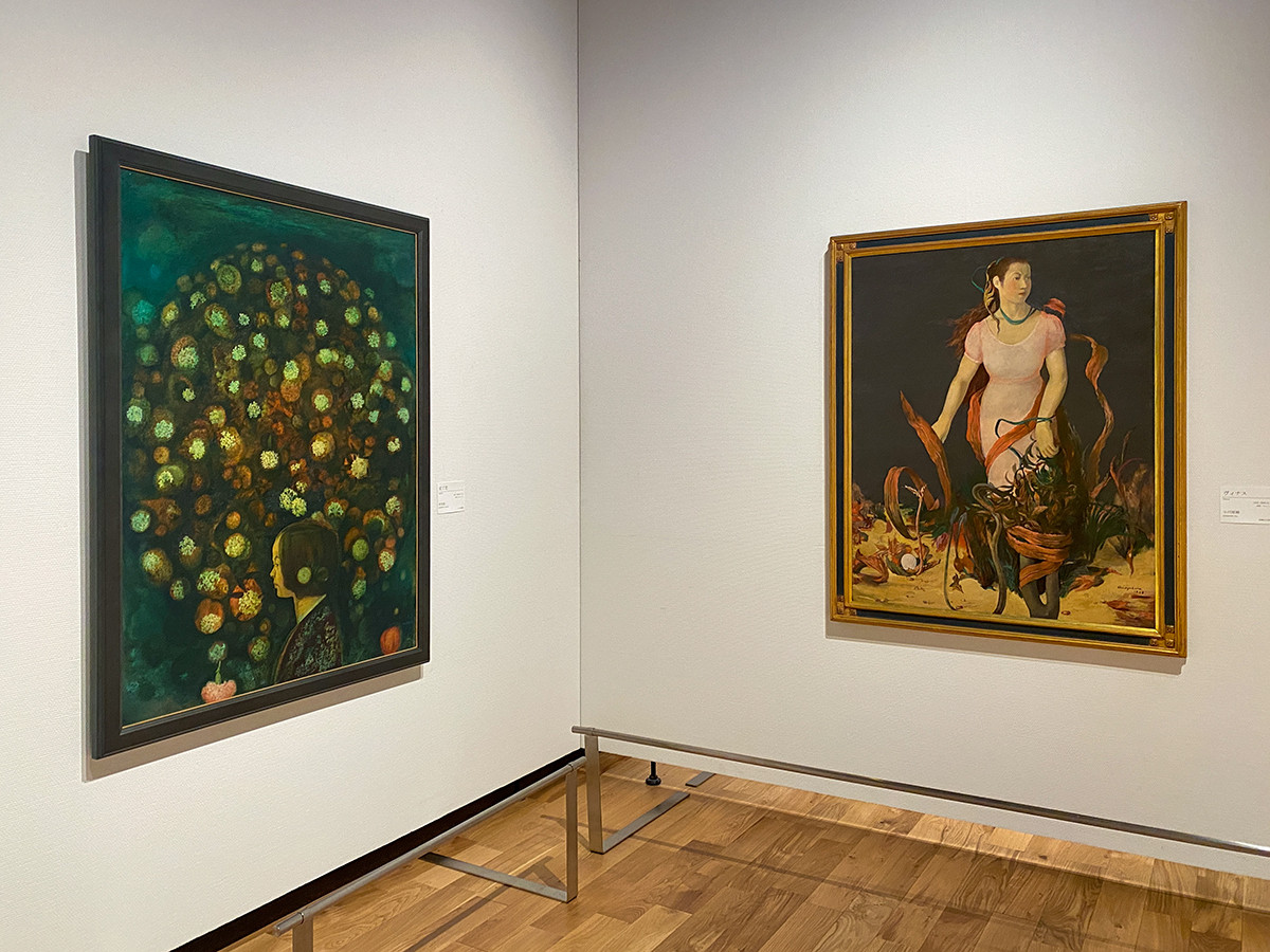 (左から)杉全直《沈丁花》1942(昭和17)年 うらわ美術館 / 小川原脩《沈丁花》1942(昭和17)年 うらわ美術館