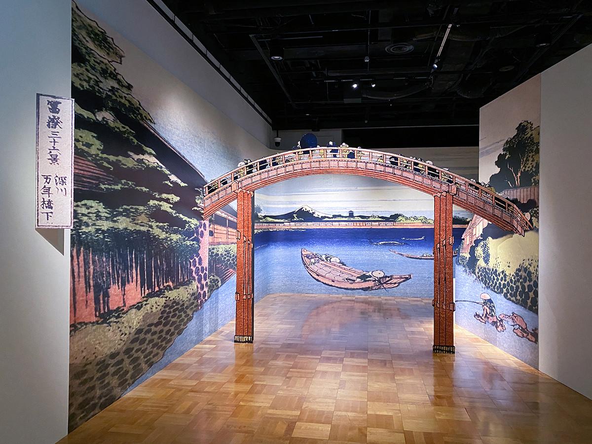 「冨嶽三十六景への挑戦 北斎と広重」会場入口 深川万年橋をくぐって展示室へ
