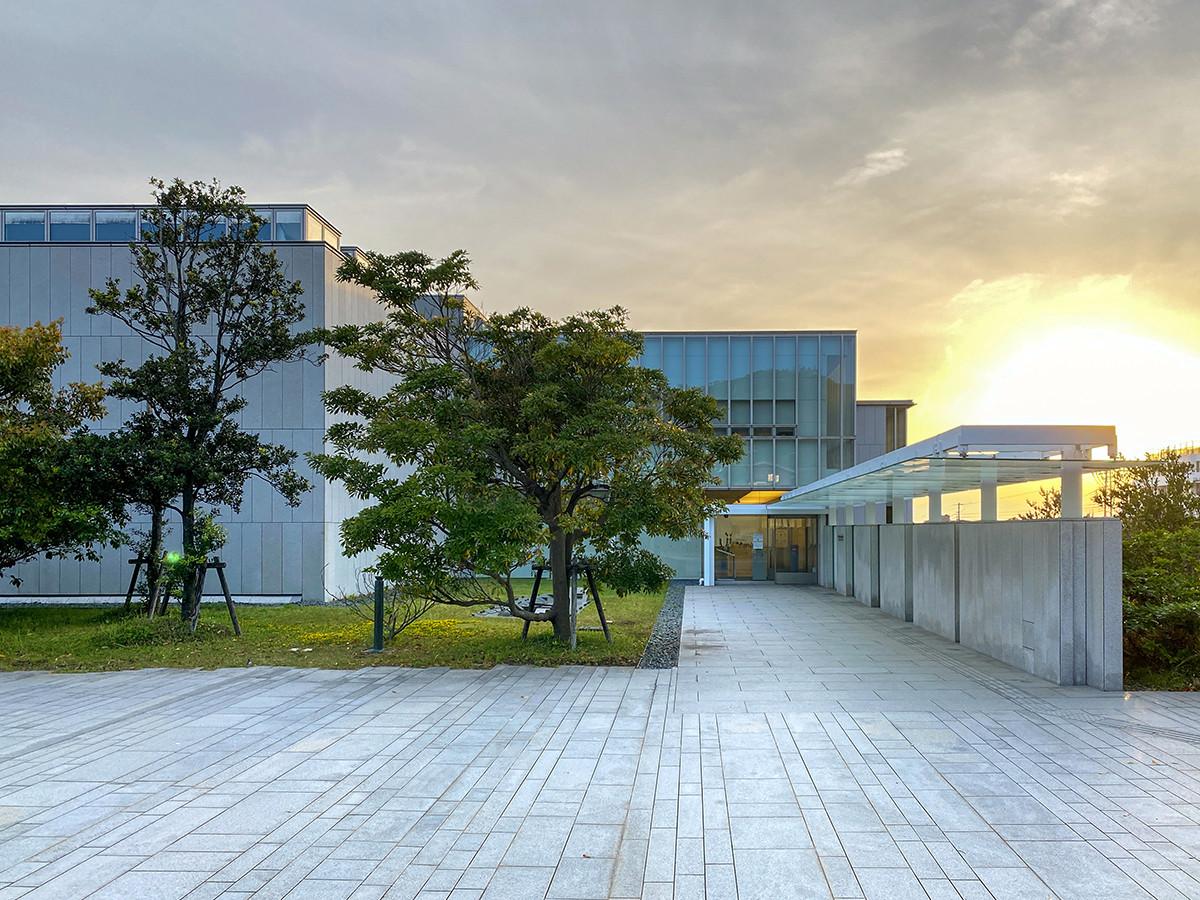 会場の神奈川県立近代美術館 葉山