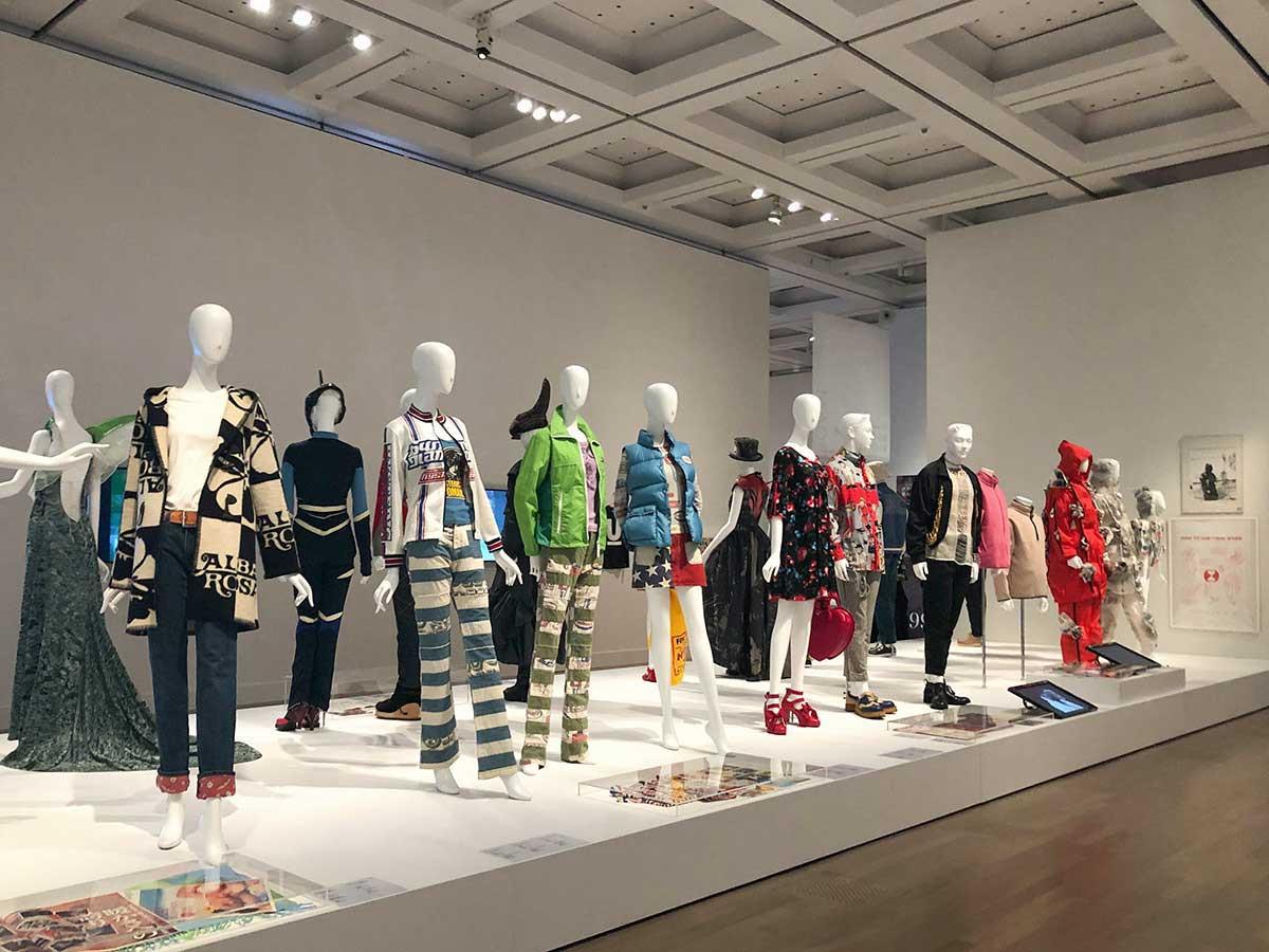 国立新美術館「ファッション イン ジャパン 1945-2020 ― 流行と社会」会場