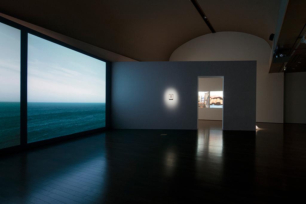 「さわひらき × サイ・トゥオンブリー」展示風景