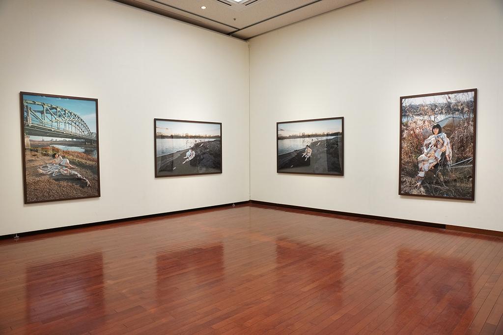 熊本市現代美術館「ライフ 生きることは、表現すること」展示風景より、片山真理作品 ©Mari Katayama